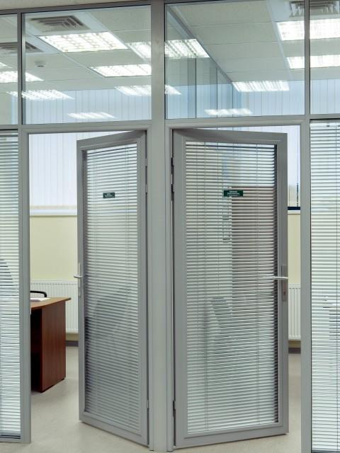 дверей офисные металлических со стеклом